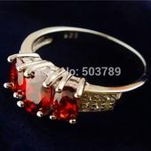 Шикарные серебренные кольца инкрустированные фианитами и хрусталем (925 проба) 17 р Одно на выбор