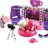 Подиум для поросячьей недели моды от  TeaCup Piggies
