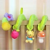 Подвесная развивающая игрушка погремушка спираль на кроватку, коляску