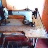 Швейная машинка -для шитья кожи !!!