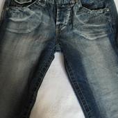 Отличные джинсы на подростка 12-14 лет.