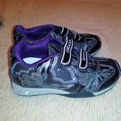 Кроссовки geox 26 размер. Светящиеся.
