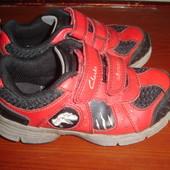 Фирменные Clarks кроссовки мальчику на 25-26  размер
