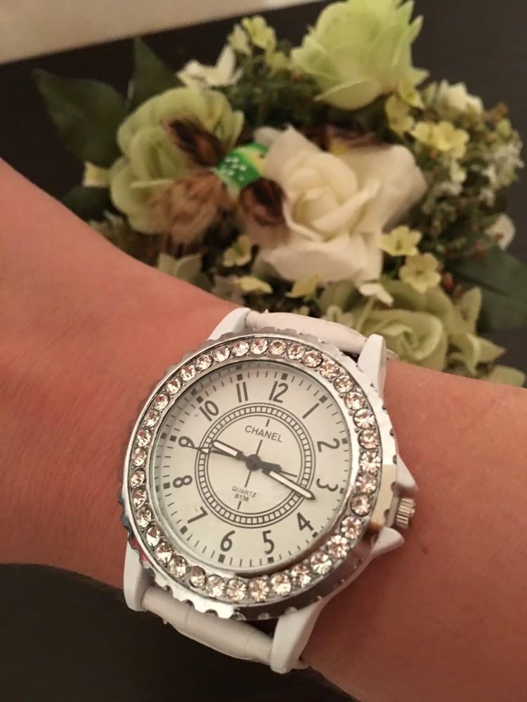 Женские часы шанель белые