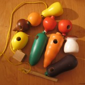 Сново в продаже! Деревянная шнуровка Фрукты-Овощи Komarovtoys K141