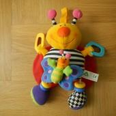 ELC Красочная игрушка виброподвеска с фактурными вставками и безопасным зеркалом. Занятные звуковые