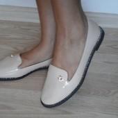 Бежевые туфли-балетки с камушками, ЛАК