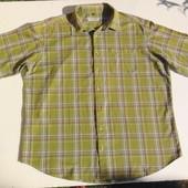 C&A Canda. Оливковая рубашка с нюансом и коротким рукавом.