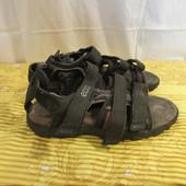 Продам сандали большого размера