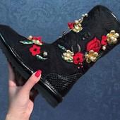 Шикарные сапоги Dolce&Gabbana (D&G)
