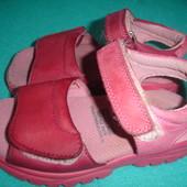 Фирменные Clarks кожаные босоножки на 23-24 размер