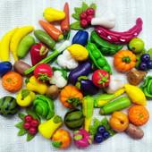 Игрушечные овощи и фрукты из пластики