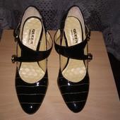 Туфли лакированные, 36 размер