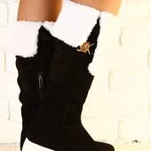 Зимние ботфорты, черные замшевые на толстой белой подошве