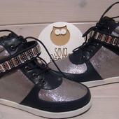 Ботинки, Сникерсы.