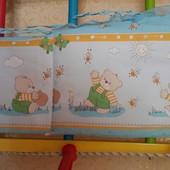 Бампер, ограничитель для детской кроватки Мишки и пчелки.