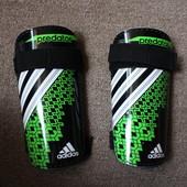 Щитки Adidas размер М