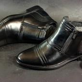 Классические кожаные зимние ботинки , 2 молнии, хорошая кожа и теплый мех. Литая подошва