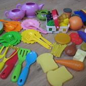 Набор игрушечной посуды и продуктов
