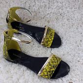 Сандалии женские желтые с золотым кольцом эко-кожа