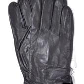 Мужские кожаные перчатки на плюшевой подкладке.