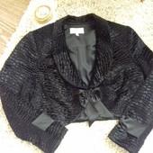 Очень красивый и нарядный пиджак, подойдет сверху к любому вечернему наряду или брюкам, состояние ид