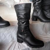 Зимние кожаные сапоги на среднем устойчивом каблуке
