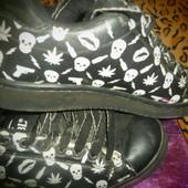 Моднявые кроссовки с черепами.Р.38-38,5.