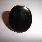 Кольцо с большим овальным камнем эмаль на 18 размер