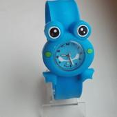 Часы Жабка на гибком браслете