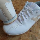 Фирменные кроссовки Tcm размер 40-длина стельки 26 см