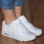 Кроссовки белого цвета