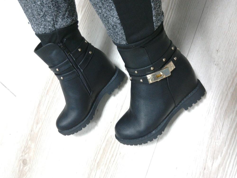 зимние черные ботинки на скрытой танкетке фото №1