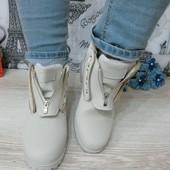 стильные ботинки бежевые с молнией впереди