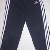 Спортивные штаны фирмы Adidas 4 года
