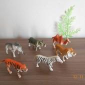 Набор диких животных,дерево.