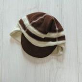 Стильная флисовая шапка с козырьком для мальчика. Gap. Размер детский S-M. Состояние: новой вещи