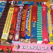Спортивная фирменная коллекция футбольних шарфов .