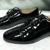 Женские туфли Attizzare ( Португалия ), новые, кожаные, лакированные, цвет - черный.