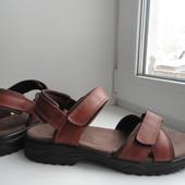 Clarks.раз.40- 40,5. Фирменные,кожаные сандалии Clarks.