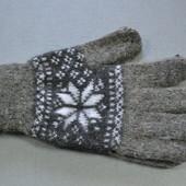 Перчатки темно-серые с узором снежинки