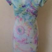 Нежное новое платье по фигуре с принтом