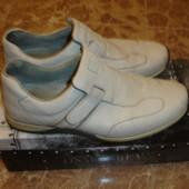 Фирменные Clarks кожаные утепленные туфли на 40 размер