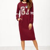 Красное платье-свитшот с вырезом с принтом