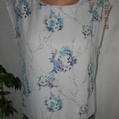 Красивая блуза с нежным принтом oasis