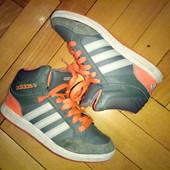 Кожаные кроссовки Adidas Neo оригинал,отл.сост.модные и удобные,стелька реально 21см
