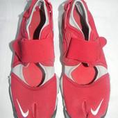 Летние кроссовки Nike р.42,5 дл.ст 26см