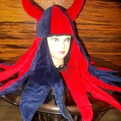 Эффектная карнавальная шляпа-шлем викинг