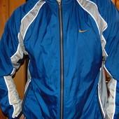 Спортивная фирменная курточка ветровка Nike.л .