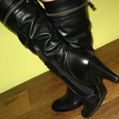 Сапоги Guess реплика, 40 р-р (8.5), кож зам. Высота каблука - 9.5 см, ширина в самом верху - 19 см.